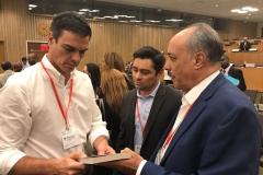 Con el presidente de España Pedro Sanchez, y embajador de Venezuela en EEUU Carlos Vecchio (2018)