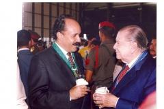 Condecoración Orden Fuerza Aerea Venezolana en su Primera Clase, con el ex presidente Rafael Caldera (1995)