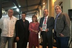 Junto al editor Sergio Dahbar, secretario de la UC Pablo Aure, y rectora de la UC Jessy Divo